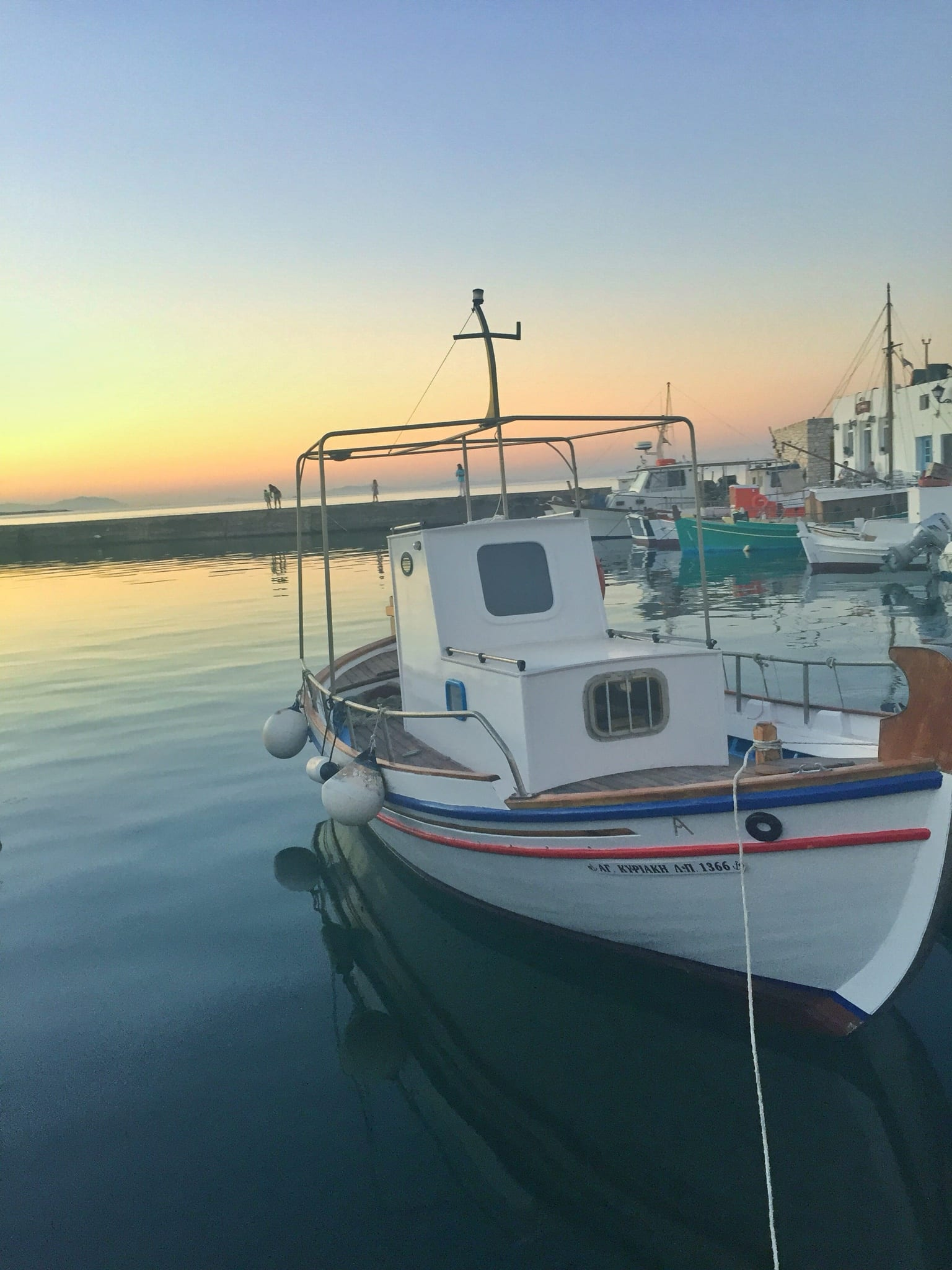 paros greece ocean sunset | The Best Greek Islands: the Ultimate Guide featured by popular San Diego travel blogger, The Brunette & The Beach: Paros