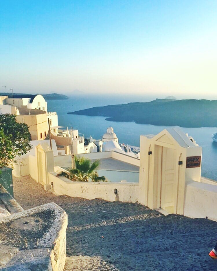 santorini greece cliffs | The Best Greek Islands: the Ultimate Guide featured by popular San Diego travel blogger, The Brunette & The Beach: Santorini