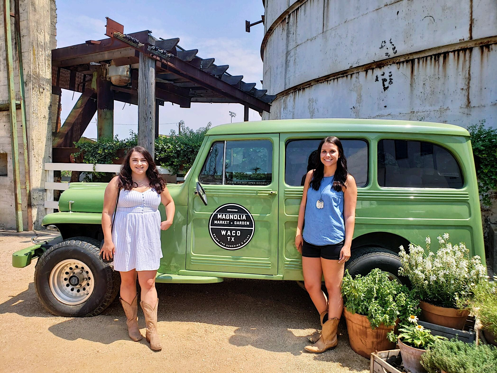 The Best Things To Do In Dallas You'll Want to Do featured by popular San Diego travel blogger, The Brunette & The Beach: on the way to Austin