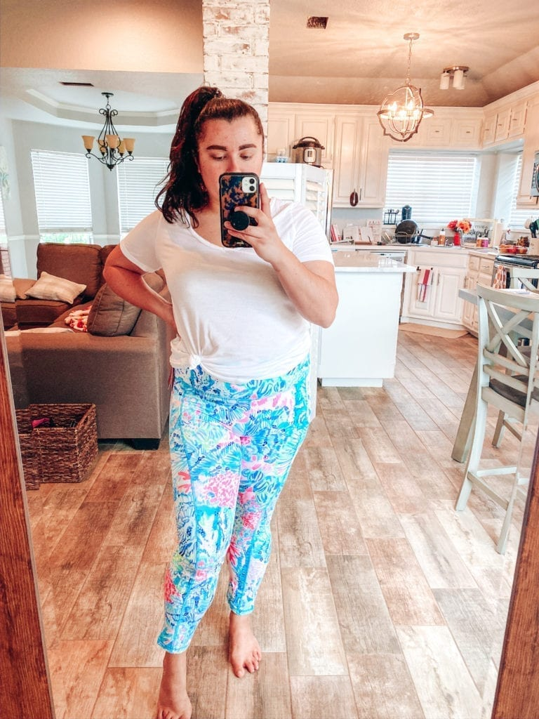 Lilly Pulitzer After Party Sale Haul by popular Southern California blog, The Brunette and the Beach: image of a woman wearing Lilly Pulitzer weekend leggings.